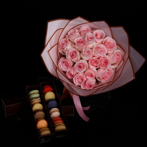 20 Pink Roses with 12 pcs Macaroons