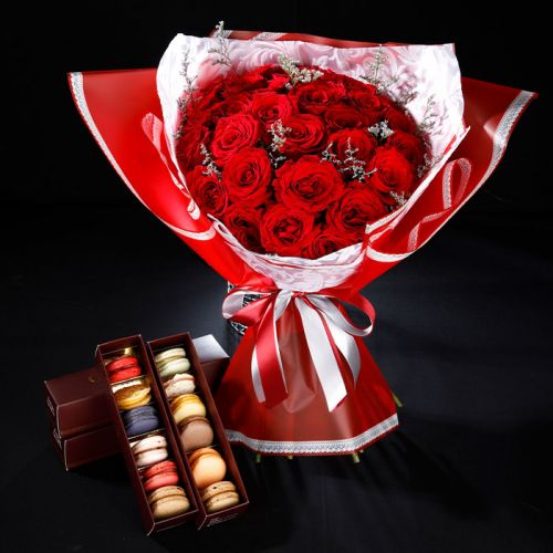 20 RED ROSES WITH 12 MACAROONS