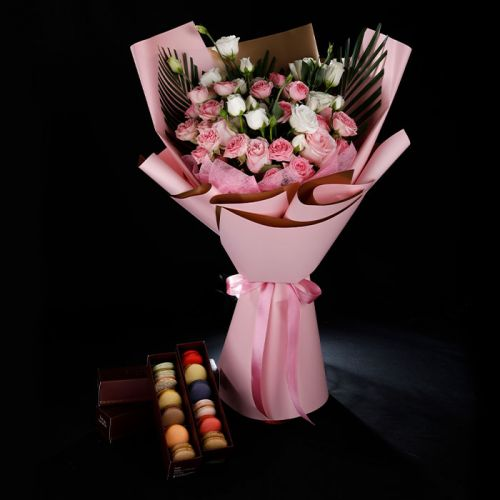 20 Spray Roses with 12 Macaroons