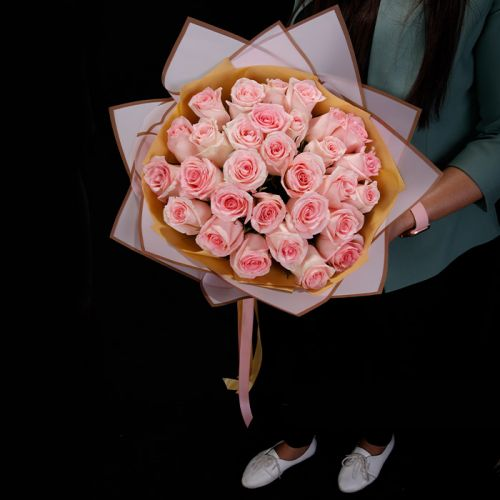 30 Pink Rose for all occasions like Love and Romance, Breast Cancer Awareness, Birthdays, Congratulations.