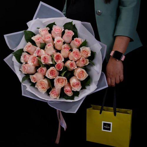 30 Stems Pink Rose Hand Bouquet with Patchi for all occasions like Love and Romance, Birthdays, Welcome Back, Congratulations.