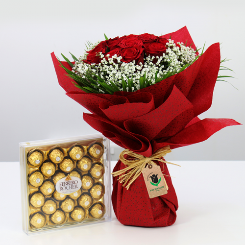 Bouquet of red roses with Chocolate