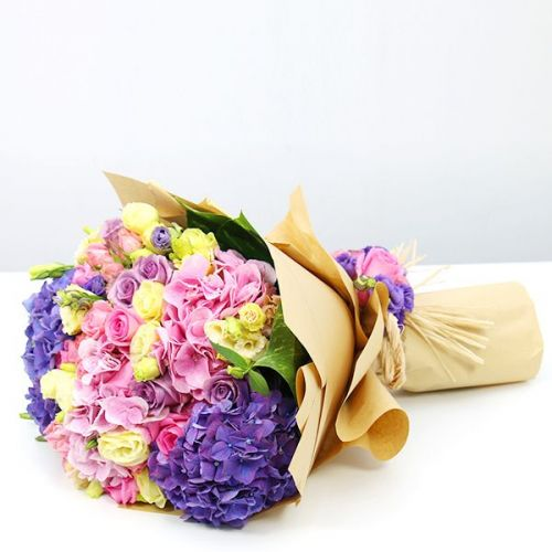 BUNCH OF MIX FLOWERS WITH PURPLE HYDRANGEAS