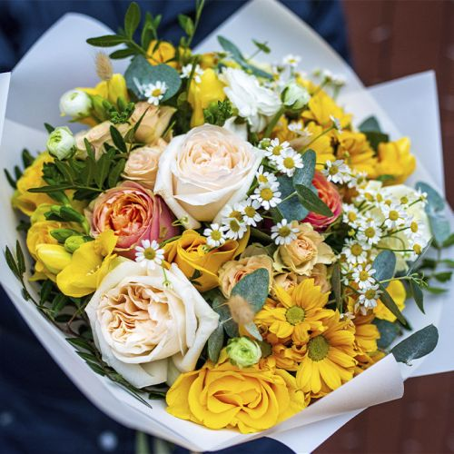 Mix Flowers in a bouquet for all occasion like Birthdays, Love and Romance, Anniversary.
